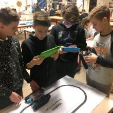 Big Picture Learning, jongens met I-Pad De VO Gids